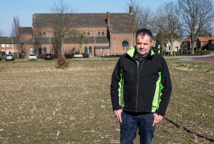Voorzitter Marc Nabuurs van de dorpsraad op wat bekend staat in Ven-Zelderheide als de maisplak. Dit is het gedeelte tussen de provinciale weg en de kerk.