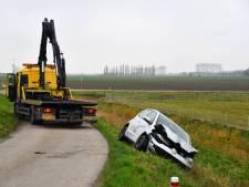 Auto rijdt de sloot in bij Sint Philipsland