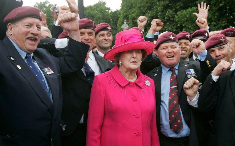 Margaret Thatcher woont in 2007 een herdenking van de oorlof om de Falklandoorlog bij. Beeld reuters