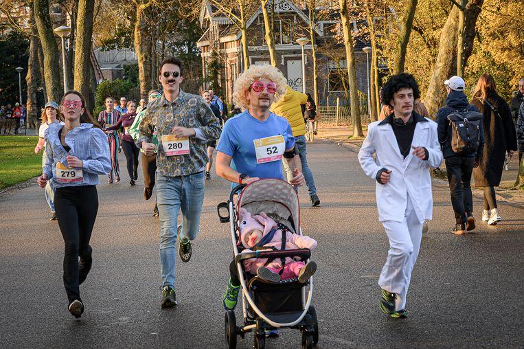 Movember Run in het Vondelpark. Beeld Maikel Thijssen