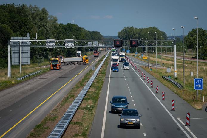 Omdat verkeer over de linker rijbaan wordt geleid, zijn de afslagen op de A325 tussen Ressen en het Nijmeegseplein in Arnhem onbruikbaar.