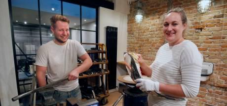 Zilversmeden Tamara van Kekerix en Guido Schram maken samen de nieuwe keten van Vijfheerenlanden