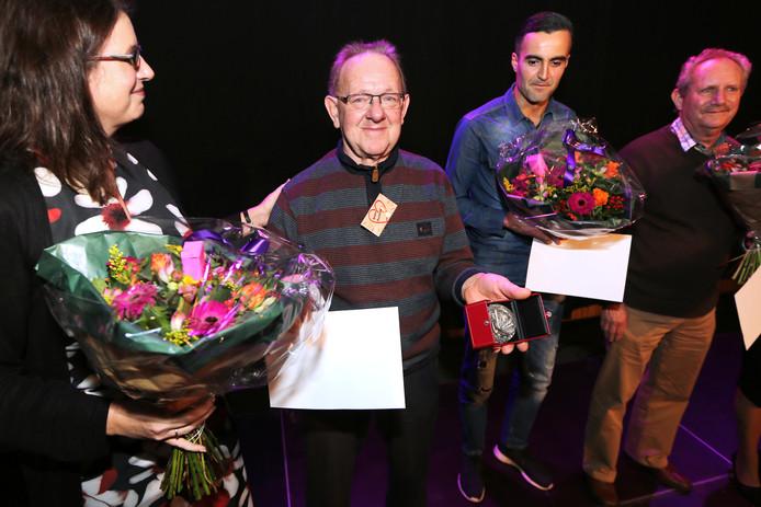 De Chris van Faassenpenning wordt morgen voor het laatst uitgereikt. Vorig jaar kreeg André Roelands van koninklijke Visio/de Blauwe Kamer de vrijwilligersprijs uit handen van wethouder Miriam Haagh.