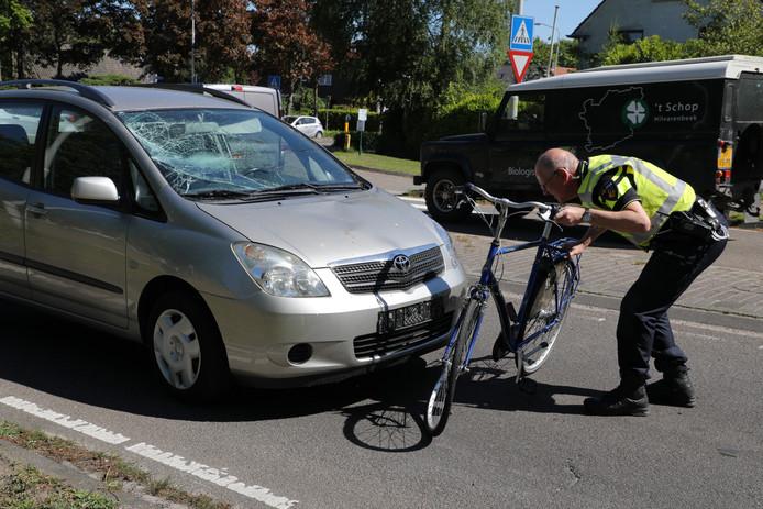 Op de Kempenweg in Oirschot is woensdagochtend een jongen op de fiets geschept.