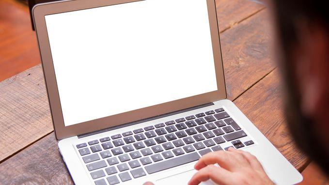 Helft ouders bespiedt kinderen op internet