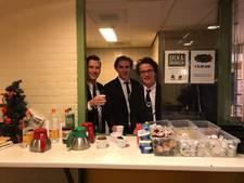 Studenten in Eindhoven delen chocolademelk uit aan daklozen