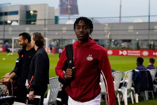 Noni Madueke op het trainingskamp van PSV in Qatar.