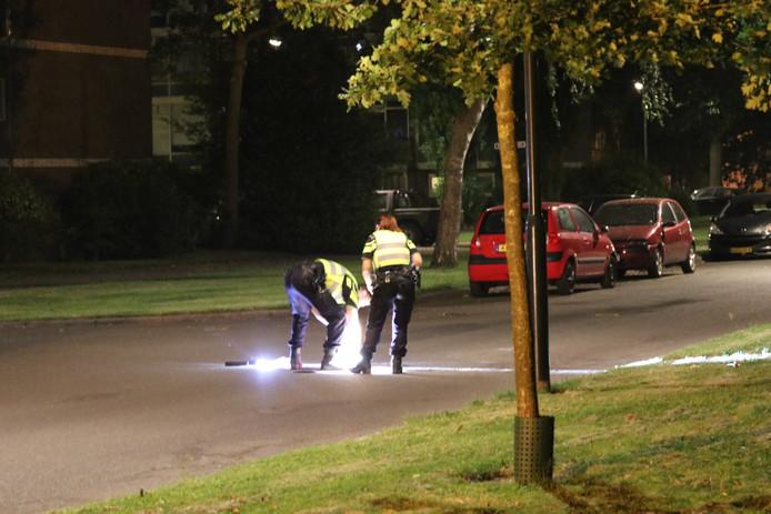 De politie doet onderzoek naar een vermeend schietincident op de Abraham Kuyperstraat in Apeldoorn.