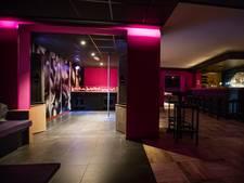 Nieuwe parenclub in Beek en Donk; om half 11 gaat de kleding uit