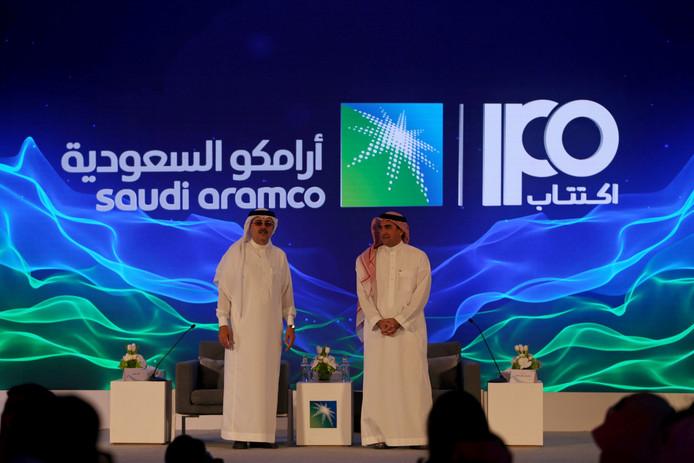 Les fonds levés valorisent l'entreprise saoudienne Aramco à 1.700 milliards de dollars, loin devant Apple (1.200 milliards), Microsoft (1.140 milliards) et Alibaba (1.051 milliards).