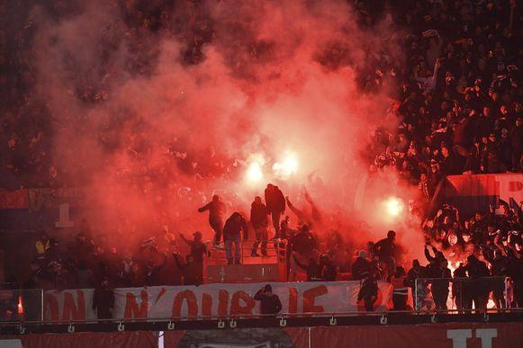 De Ultras van PSG zorgen zelfs tijdens vrouwenwedstrijden voor problemen