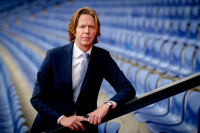 Feyenoord-algemeen directeur Jan de Jong wil miljoenen zien voor het spelen in het nieuwe voetbalstadion.