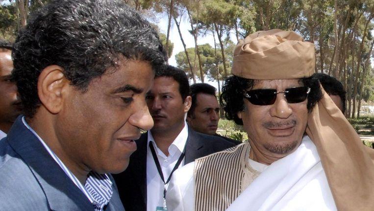 Al-Senussi (links), de voormalige inlichtingenchef van Khadaffi (rechts). Beeld epa