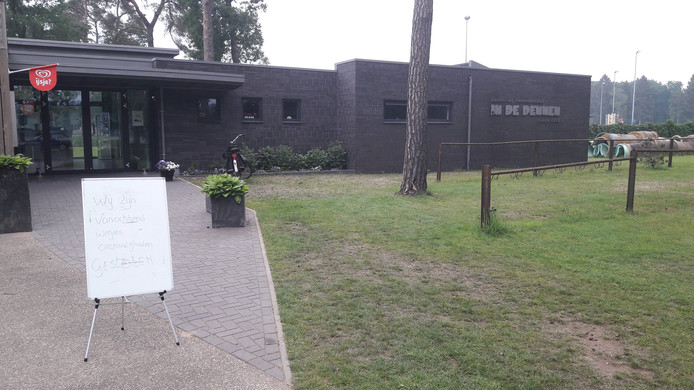 Zwembad In de Dennen in Vorden blijft vrijdag gesloten, na het fatale ongeval waarbij een nacht eerder een 29-jarige man uit Vorden is verdronken.