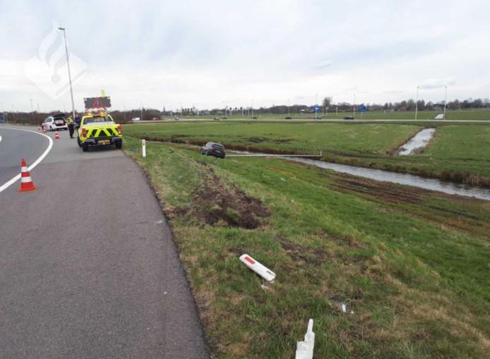 Bij de afrit van de A12 naar Harmelen is een dronken automobilist de macht over het stuur kwijt geraakt.