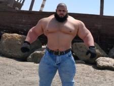 'Iraanse Hulk' neemt het in MMA-debuut op tegen de 'Engste man op Aarde'