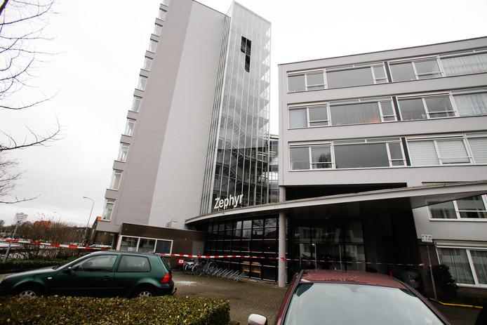 Glasplaten naar beneden gevallen aan de Talmaweg in Dordrecht.