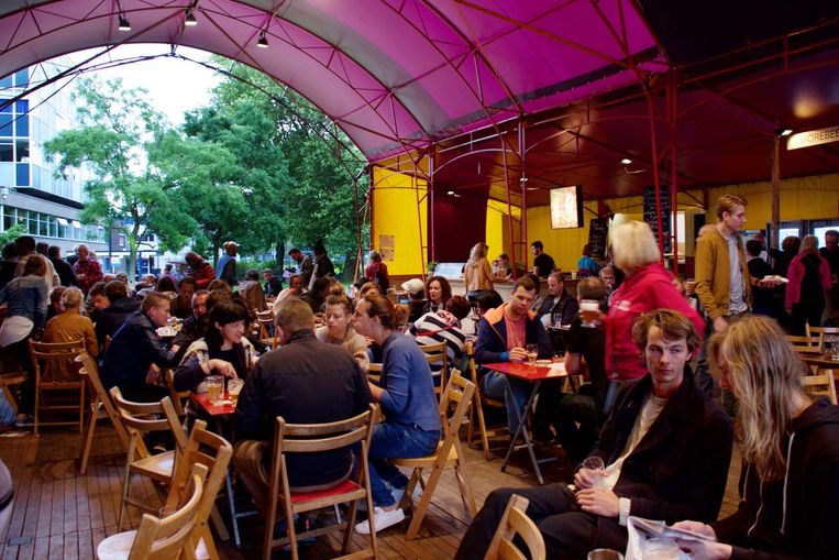 Bier, barbecue en live-muziek vormen The Amsterdam BeerFestival. Beeld Gabo Engel
