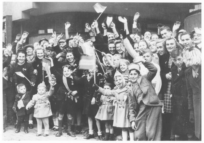 Beeld van de Poolse parade die op 11 november 1944 na de bevrijding van Breda plaatsvond.