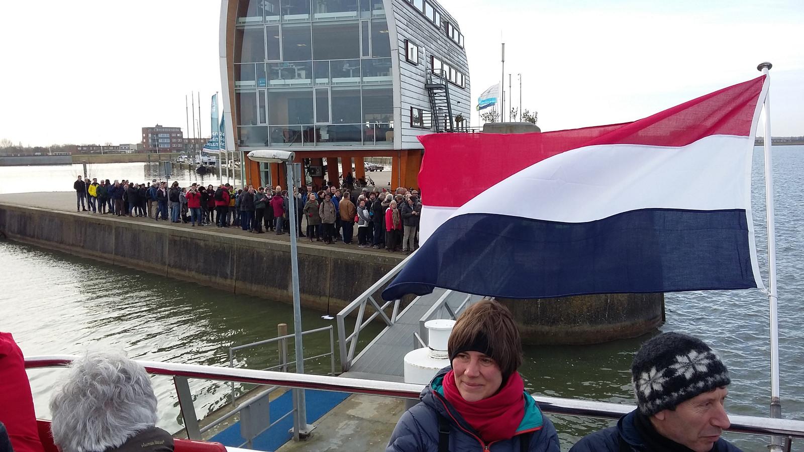 Volle boten naar markermeer voor exclusief stembureau foto - Tafelhuis van het wereld lange eiland ...