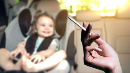 Rookverbod in auto met kinderen erbij goedgekeurd, boete tot 1.000 euro