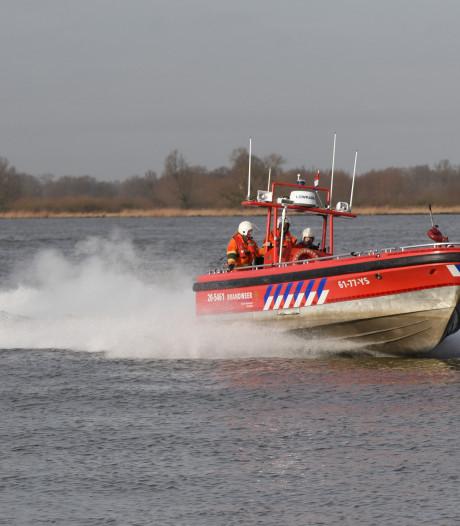 In nog geen 20 minuten van Drimmelen naar Waalwijk in snelste brandweerboot van Nederland