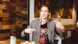 """Eefje Depoortere (32) is wereldberoemd als presentator van e-sportswedstrijden: """"Misschien moet ik Sporza toch eens een mailtje sturen"""""""