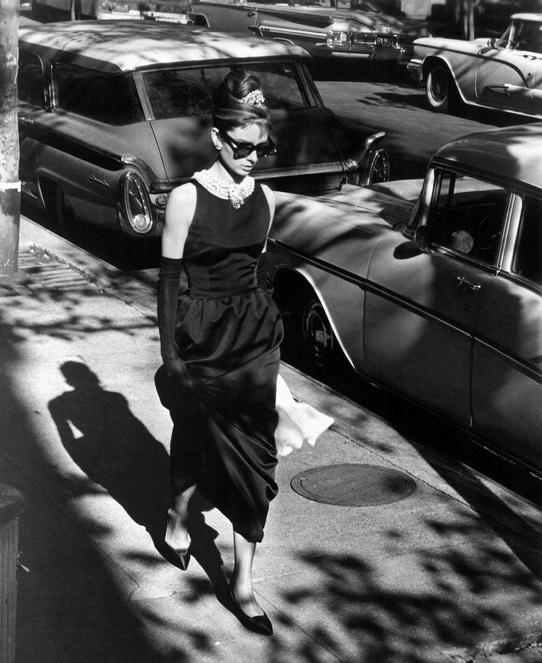 Zwarte jurk gedragen door Audrey Hepburn in de film Breakfast at Tiffany's (1961) Beeld getty