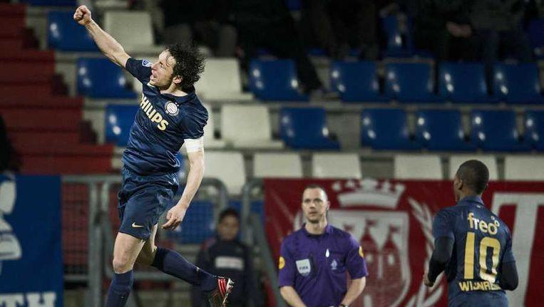Mark van Bommel heeft PSV op 0-1 gezet. Beeld anp