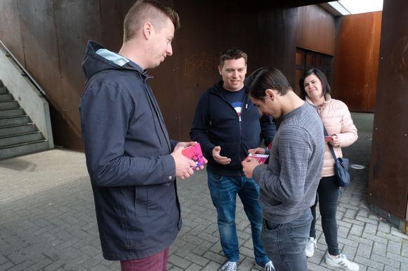 Hannes Anaf, Rodney Talboom en Kristien Vingerhoets stellen hun plan voor aan jonge ouders.