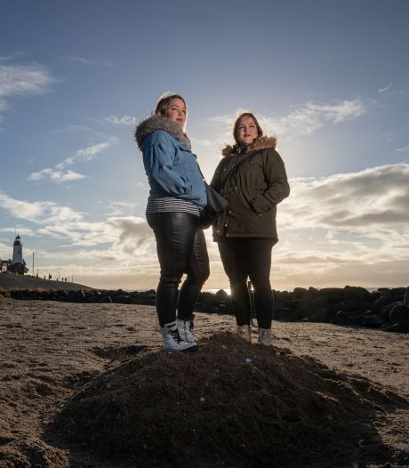Tweelingzussen Mathilde en Gerda (23) niet alleen geliefd op Urk: 'Wij gaan mee met de tijd'