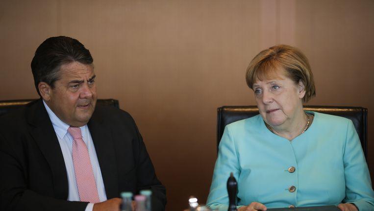 SPD-leider Gabriel met Merkel. Beeld AP