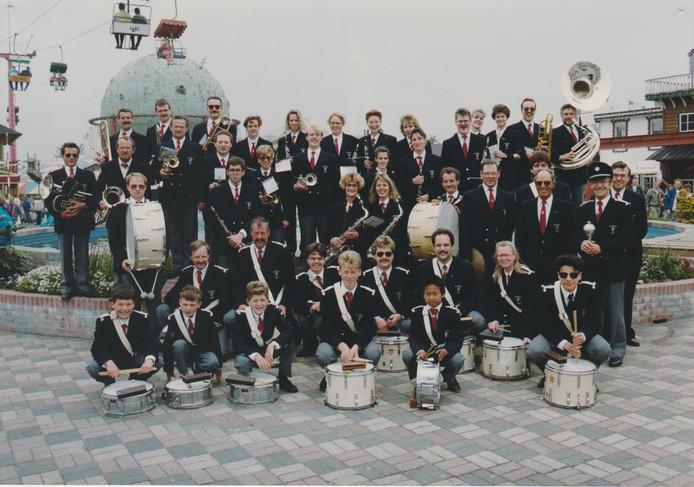 Harmonie- en Tamboerkorps St. Caecilia tijdens een uitstapje naar Ponypark Slagharen in het begin van de jaren tachtig.