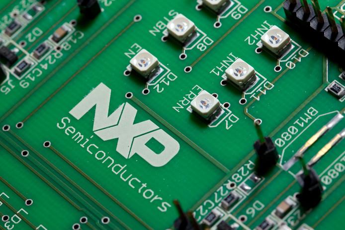 Een printplaat met chips van NXP.