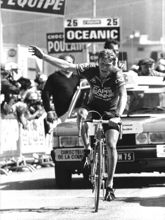 Peter Winnen komt als eerste over de streep op Alpe d'Huez in 1981