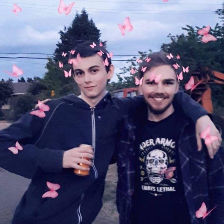 Een foto van de Instagrampagina van Bryer Schmegelsky. Daarop is hij te zien (links) samen met Kam McLeod.