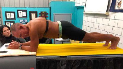 Amerikaanse oud-marinier (62) scherpt wereldrecord 'planking' aan tot ruim 8 uur