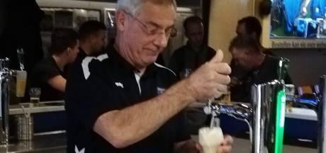 Van voorzitter naar barman, hoog bezoek voor Arnhemse handballer in Limburg