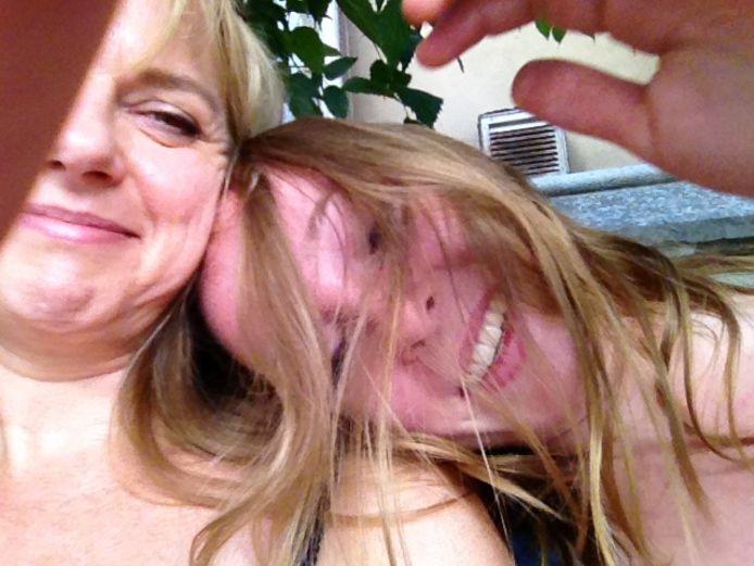 Een selfie van Kirsten en haar moeder.