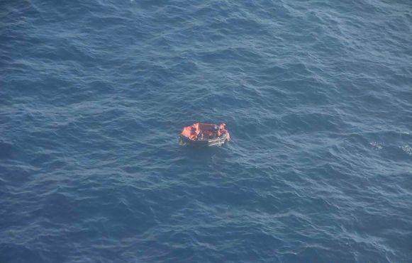 Zaterdag werden drie bemanningsleden gevonden in een reddingsboot.