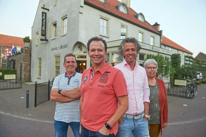 De initiatiefnemers van de aankoop van 't Mirakel te Boerdonk. Met van links naar rechts: Maarten Kanters,  Antoon Donkers, Coen Hendriks en Ria Vilier.
