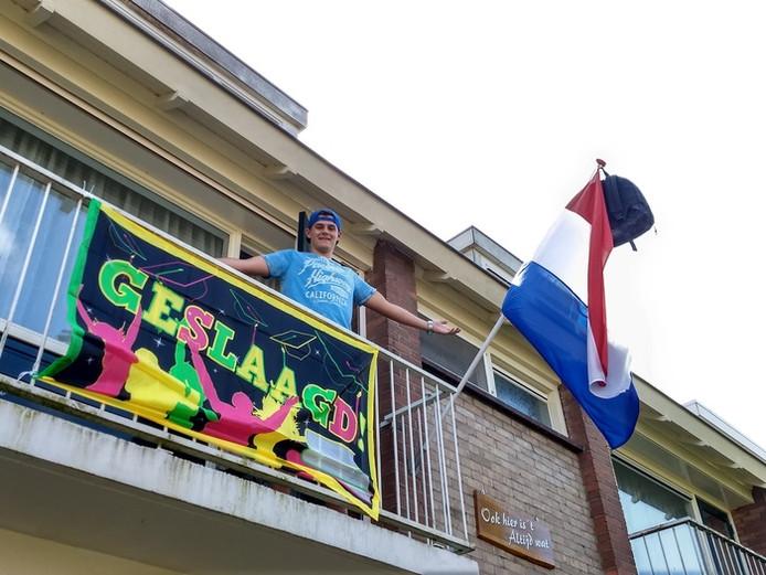 Mathijs van Westreenen uit Bodegraven is geslaagd. 'You did it! Ik ben reuze trots op je. Echt super goed gedaan. Scholier wordt student! Liefs mama.'