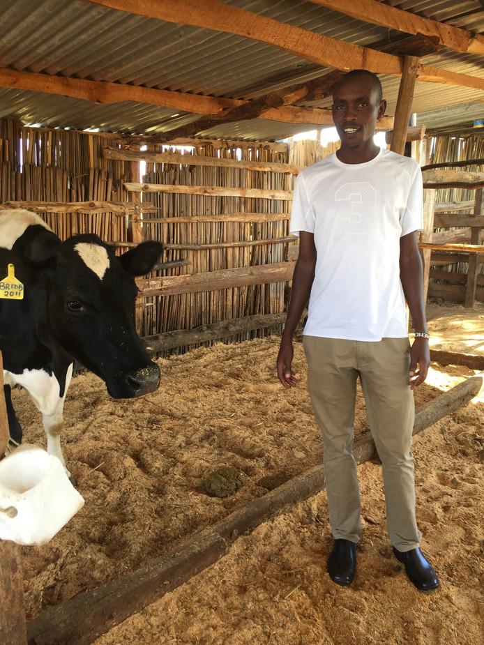 Samen met dertien andere Afrikaanse deelnemers aan de halve marathon van Zwolle gaat Richard Mengich in Salland een driedaagse cursus natuurlijke veehouderij volgen. De drievoudig winnaar investeert al zijn prijzengeld in zijn boerderij in Kenia.