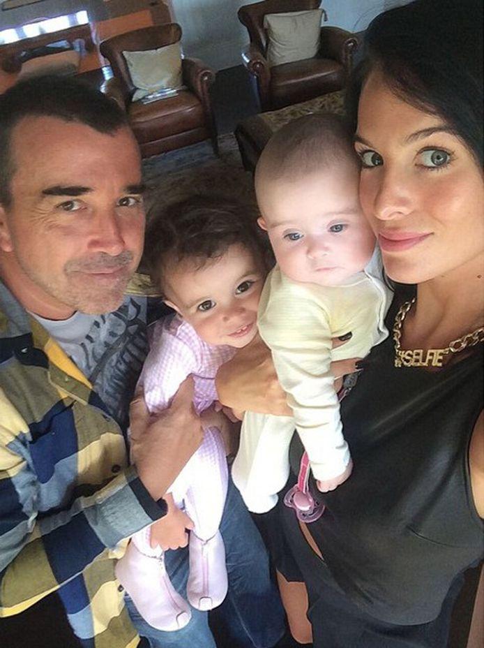 Jade Foret met echtgenoot Arnaud Lagardère en dochtertjes Mila en Liva.
