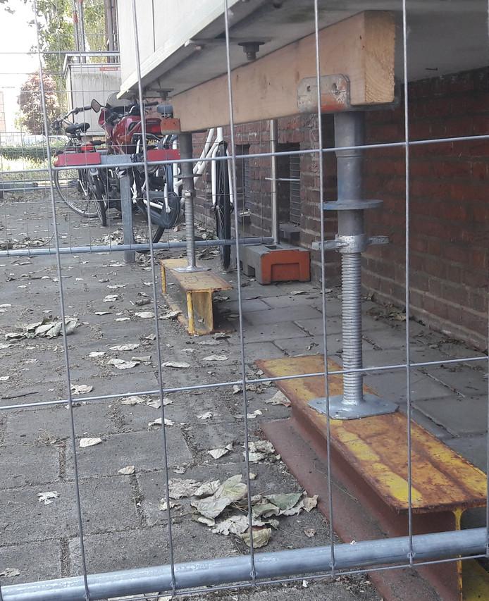 Sinds maart 2017 worden de balkons met stempels ondersteund.