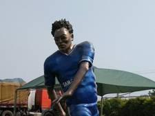 Ook Essien krijgt standbeeld zonder gelijkenis