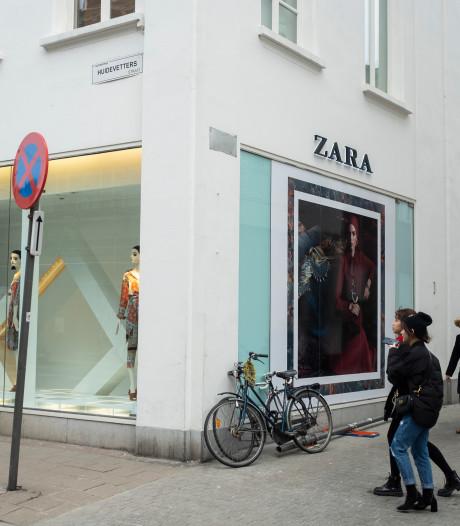Toch geen daad van vandalisme: verdwenen straatnaamborden 'Jodenstraat' verwijderd voor gevelrenovatie