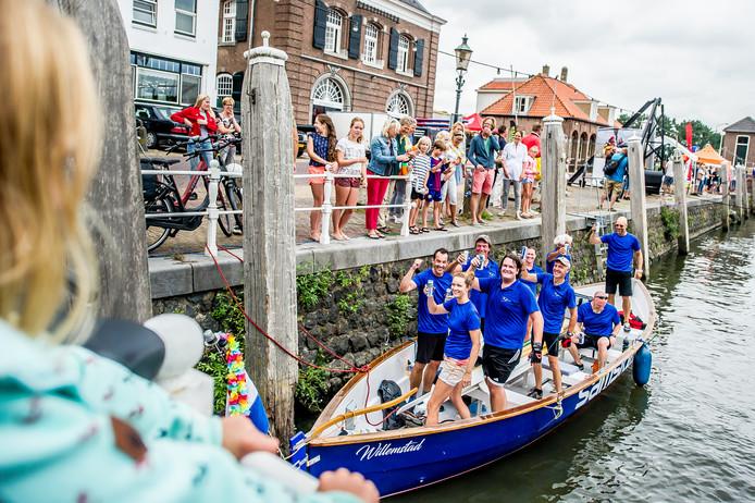 De Willemsvaarder uit Willemstad, met de ploeg: Willemsvaarders. kwam als eerste over de Finish.  Foto: Joris Knapen | Pix4Profs