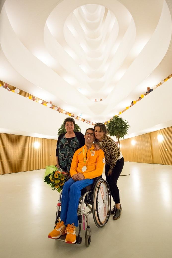 Perez met zijn moeder en zus.