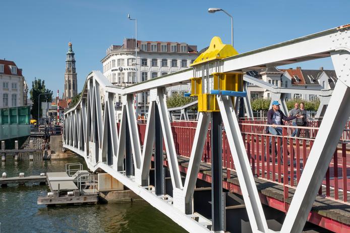 De stationsbrug in Middelburg wordt vooralsnog niet aangepakt.